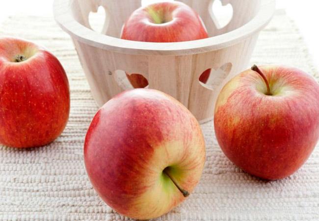 Какие фрукты можно кушать кормящей маме новорожденного