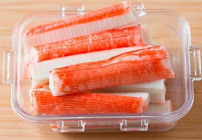 Крабовый салат для кормящей мамы