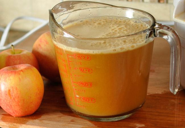 как и когда вводить в прикорм яблочный сок