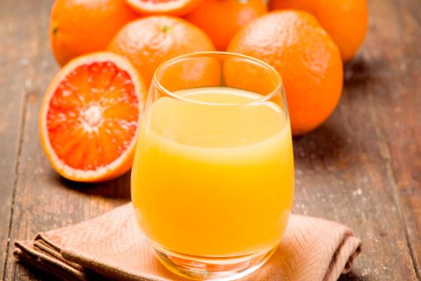 апельсины и апельсиновый сок при кормлении новорожденного