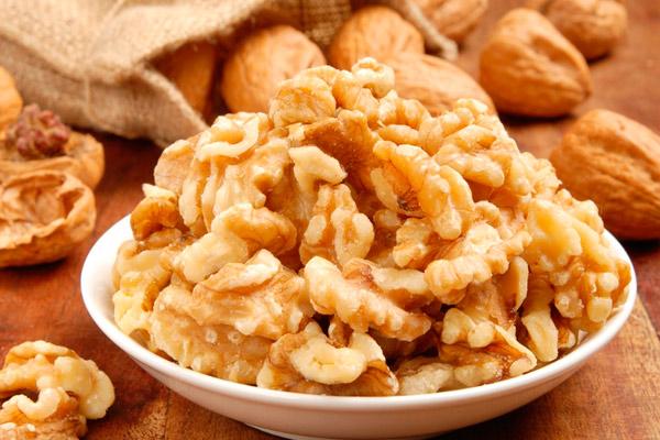 Польза грецких орехов для кормящей мамы