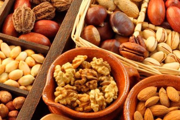 Какие орехи можно есть матери в период кормления грудным молоком