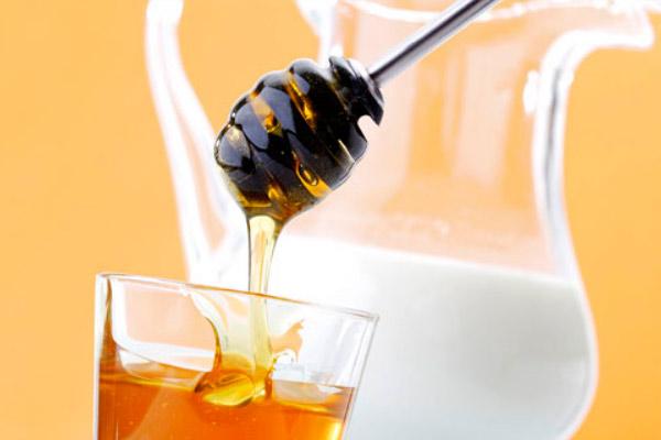 Молоко с медом при грудном вскармливании
